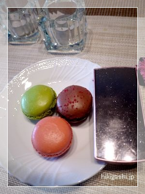 ダロワイヨ 携帯とマカロン